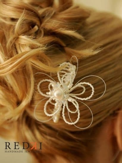 Tarnie Flower Pearl Hairpiece – White Pearl