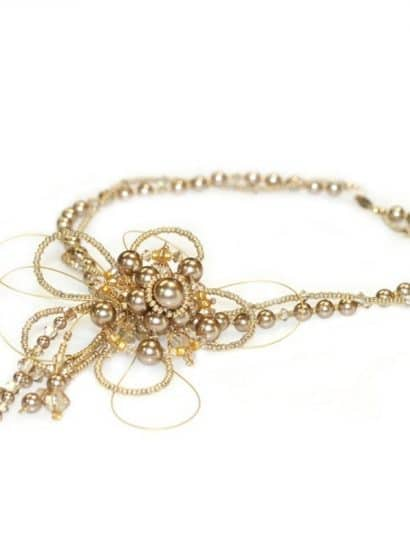 Vogue Pearl Flower Necklace